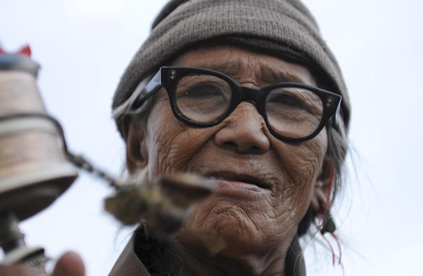 nepal_old_woman